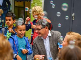 Wethouder Kees van Velzen dinsdag aanwezig op basisschool de Populair