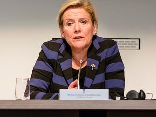 Minister spreekt voor het eerst van woord oorlog, MIVD benoemt gevaren Russen al langer
