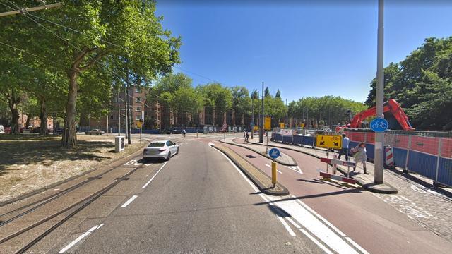 Tram 2 bij Haarlemmermeerstation kort gestremd door blokkade auto