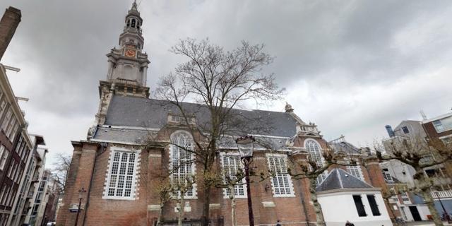 Raampje valt door storm van Zuidertoren in Amsterdam