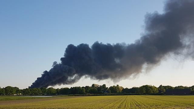 Grote brand op industrieterrein Bergen op Zoom onder controle