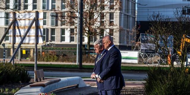 Burgemeester Utrecht over slachtoffers tramaanslag: 'We vergeten hen niet'