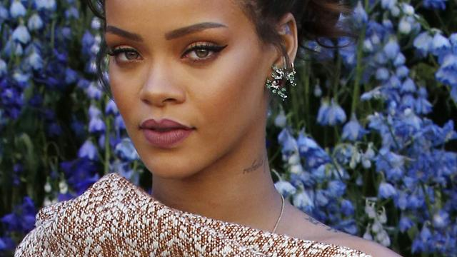 Rihanna viert dertigste verjaardag met groot feest