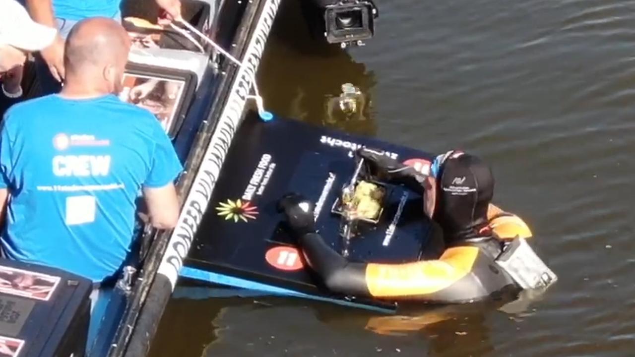 Drone toont vlotte zwemtocht Van der Weijden richting Stavoren