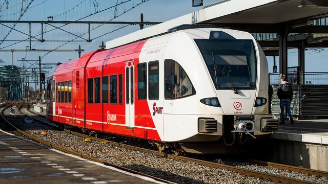 Storing legt treinverkeer Groningen-Zuidhorn maandagmiddag stil