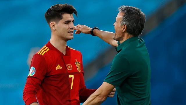 Álvaro Morata liep na zijn treffer meteen naar bondscoach Luis Enrique.