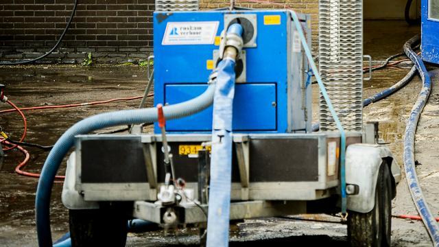 Afrit Sloterdijk op A10 enige uren dicht door gesprongen waterleiding
