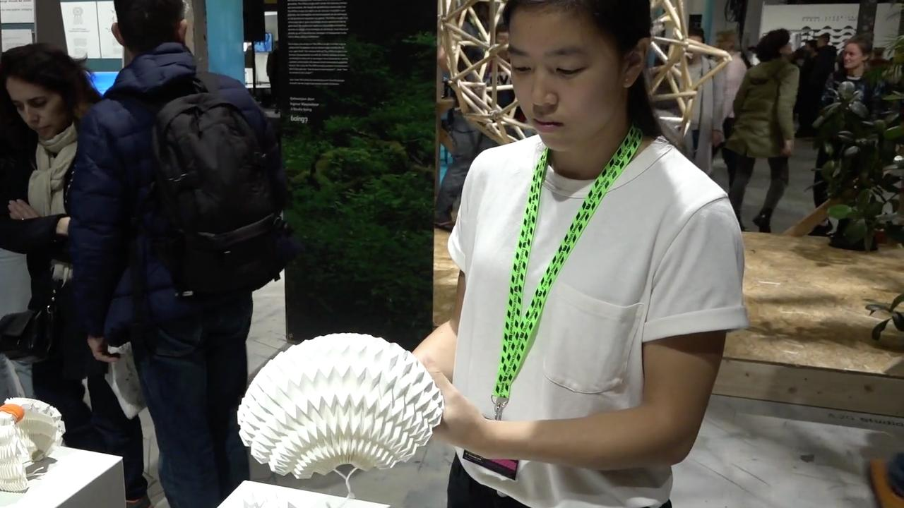 Opvouwbare 'origami'-helm speciaal voor elektrische voertuigen
