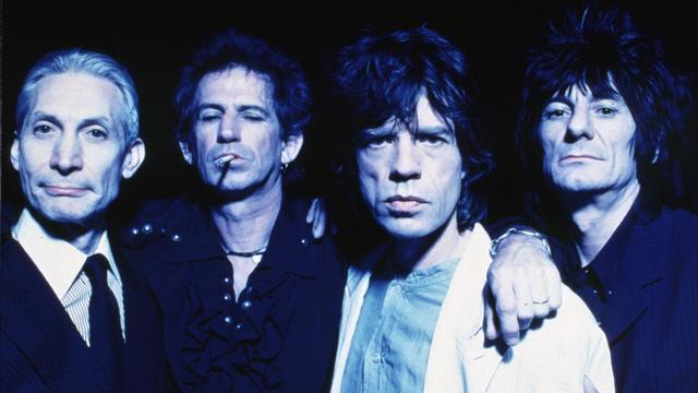 The Rolling Stones in 1990, met Watts links. De Britse band nam meer dan 25 studioalbums op en gaf ontelbare concerten over de hele wereld.