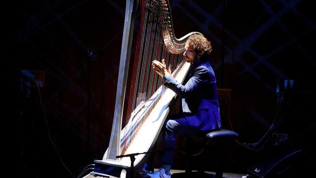 Nieuwe theatertour voor harpist Remy van Kesteren