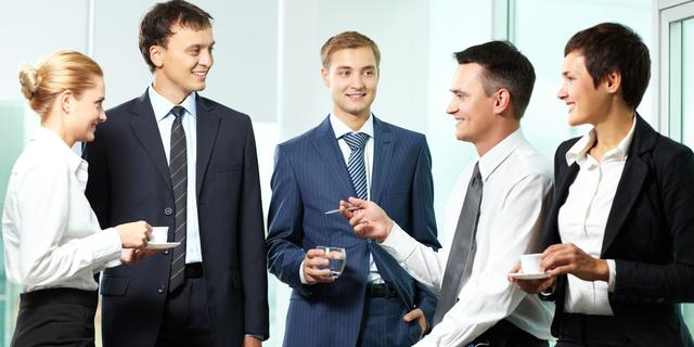 Eén op de drie werknemers lacht mee met de baas