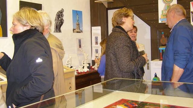 Wethouder Van Geel opent Nieuw-Vossemeerse tentoonstelling