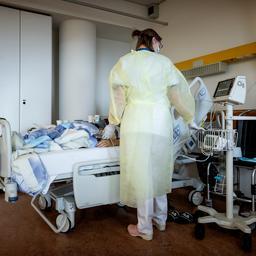 Aantal coronapatiënten in ziekenhuizen stijgt weer boven de vijfhonderd