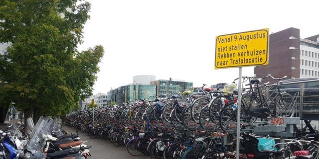 Fietsrekken bij Leiden Centraal verplaatst