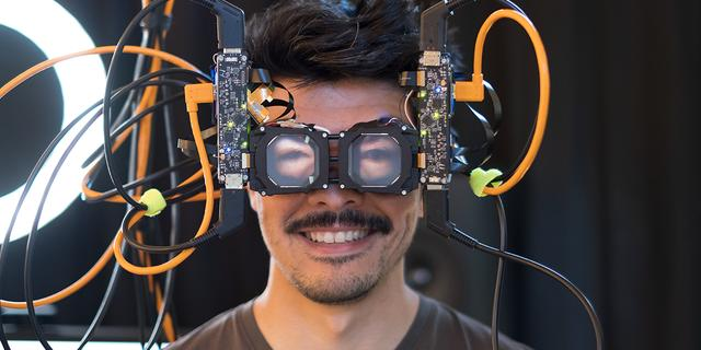 Facebook maakt virtualrealitybril die ogen van de drager projecteert