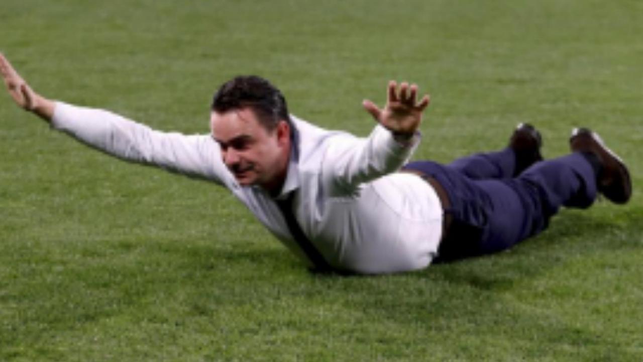 Overmars maakt buikschuiver na winst van Ajax op Juventus