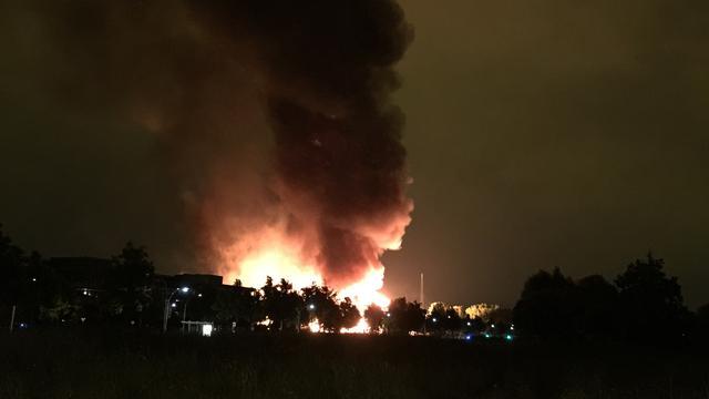 Zeer grote brand bij pallethandel in Zoetermeer onder controle