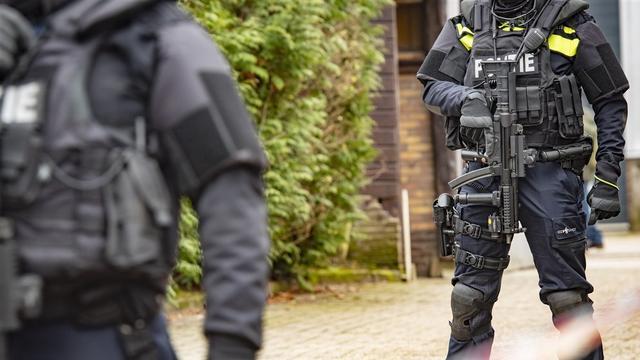 Politie doet inval in Amsterdams pand na schietpartij nabij de A10