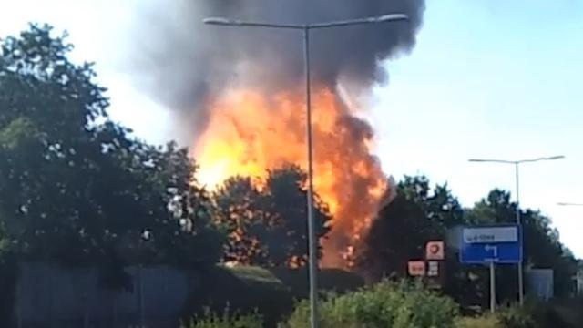 Gasflessen ontploffen bij grote brand in Bergen op Zoom
