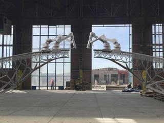 Voetgangersbrug wordt op NDSM-werf gebouwd