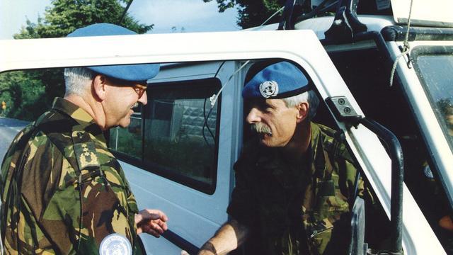 Geen bewijs van geheime afspraak over uitblijven luchtsteun Srebrenica