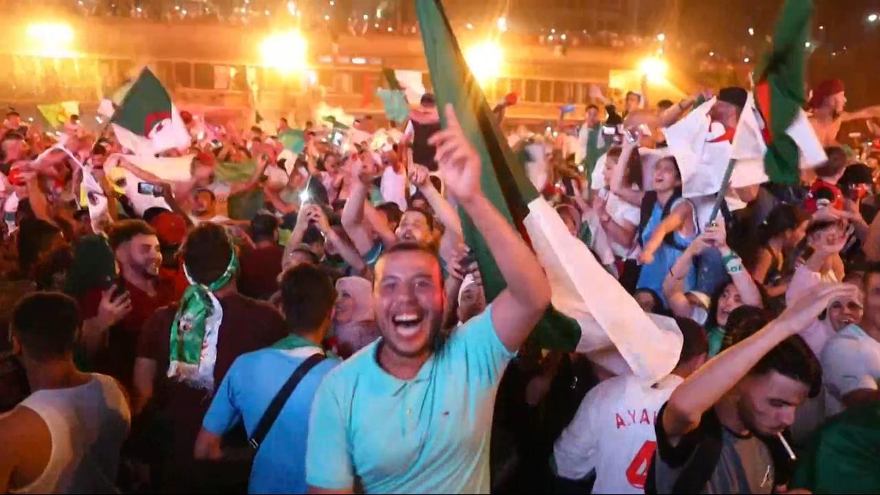 Algerijnen vieren winst Afrika Cup uitbundig