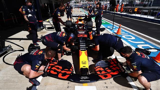 Max Verstappen moet bij de Grand Prix van Rusland achteraan beginnen door een gridstraf vanwege een motorwissel.