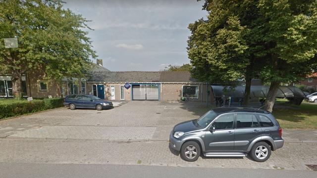 Auto in brand gestoken voor politiebureau Nieuw-Vennep