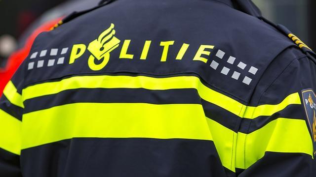 Vuurwapen gevonden op metrospoor bij Waterlooplein