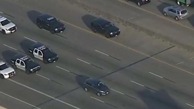 Politie achtervolgt verdachte in slakkentempo op snelweg VS