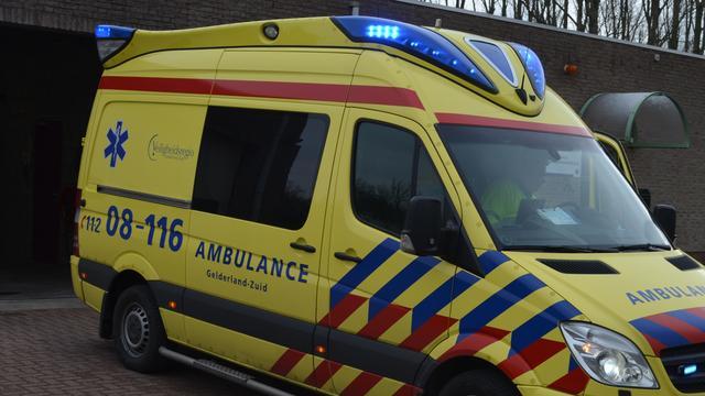 Scooterrijder raakt gewond bij aanrijding met personenauto in Leiderdorp