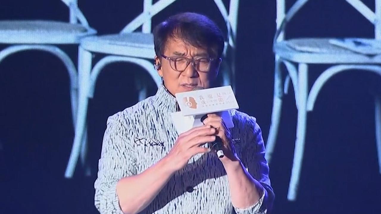 Jackie Chan zingt nieuw lied tijdens albumpresentatie in Hongkong
