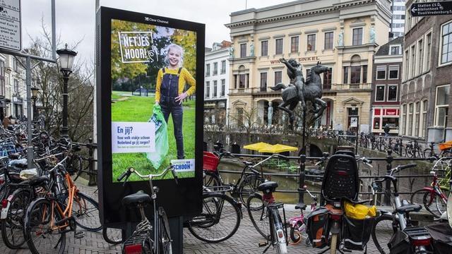 Utrecht stopt grotendeels met bewegende beelden op reclamezuilen