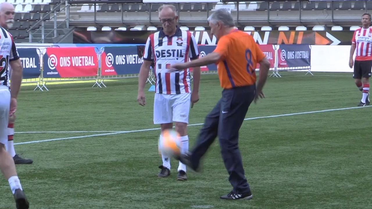 Sjaak Swart fanatiek op voetbaltoernooi voor Ouderendag