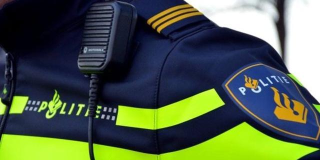 Politie pakt twee mensen op die in gezicht agenten hoestten en spuugden