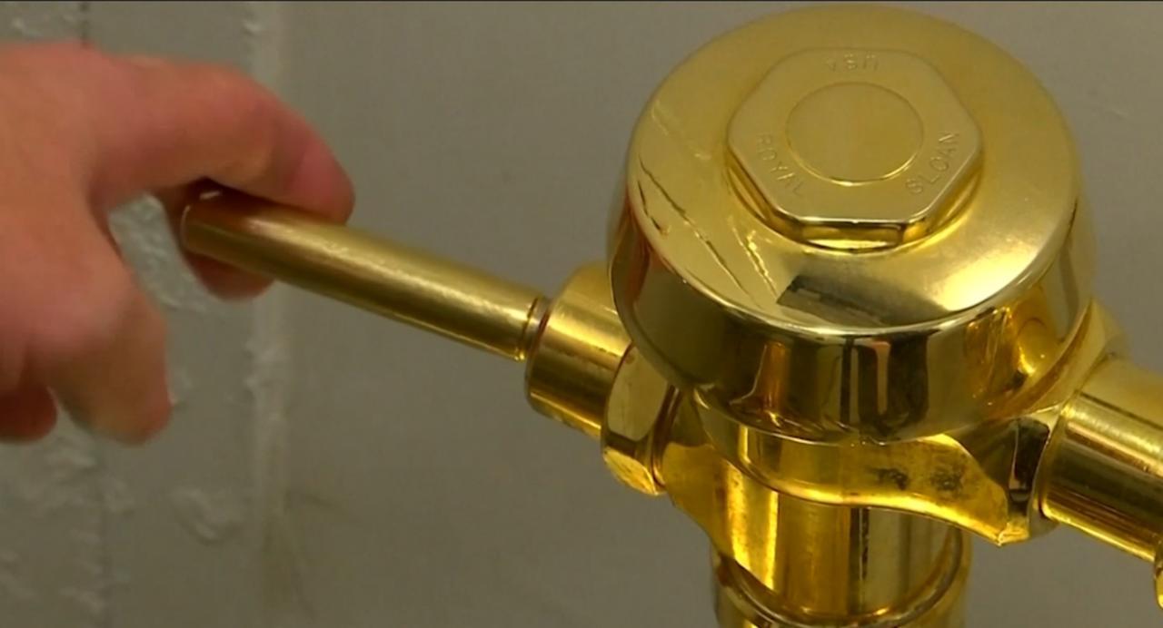 Bekijk hier de gouden toiletpot van het Guggenheim Museum