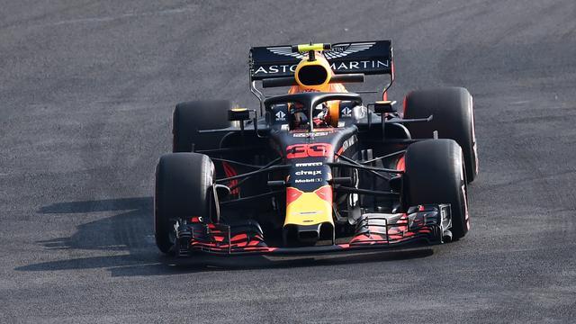 Verstappen klokt snelste tijd en valt stil in tweede training GP Mexico