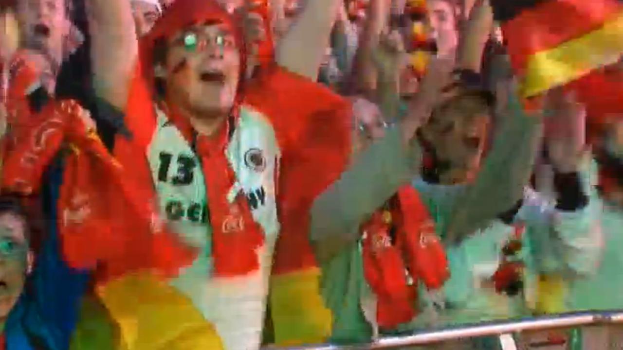 Duitse fans vieren overwinning op Italië