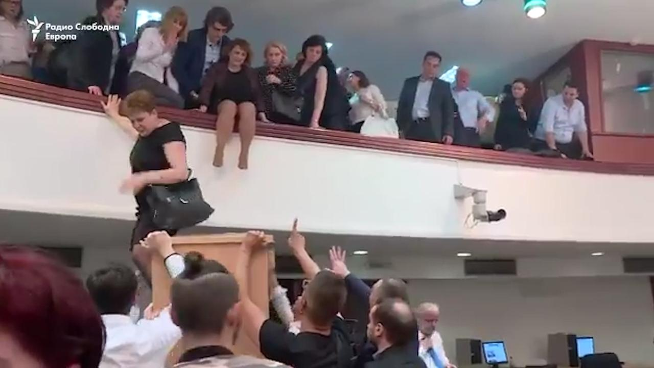 Betogers bestormen parlementsgebouw Macedonië