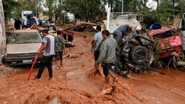 media.nu.nl/m/jddxsqtarycl_wd640.jpg/tien-doden-overstromingen-in-griekenland.jpg