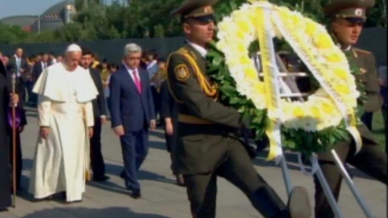 Paus legt krans bij monument voor Armeense genocide