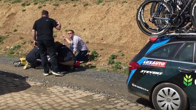 Belgische renner Goolaerts getroffen door hartstilstand tijdens Parijs-Roubaix