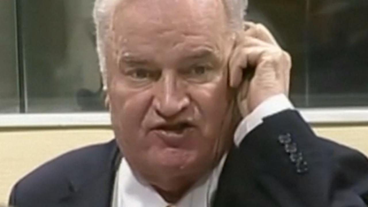 Rechter stuurt boze Mladic uit zaal tijdens voorlezen vonnis