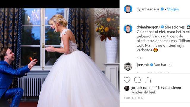 Dylan Haegens vraag Marit Brugman ten huwelijk in trouwkleding. (Foto: Instagram Dylan Haegens)