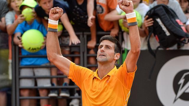 Djokovic boekt moeizame zege bij rentree in Rome