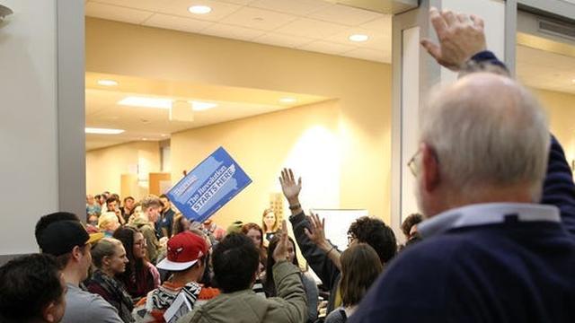 Een 'caucus' tijdens de Amerikaanse voorverkiezingen: wat is dat?