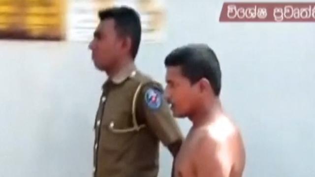 Boze menigte belaagt gearresteerde man in Sri Lanka