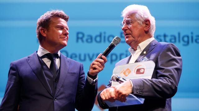 Gerard Cox ontvangt Radio 5 Oeuvreprijs