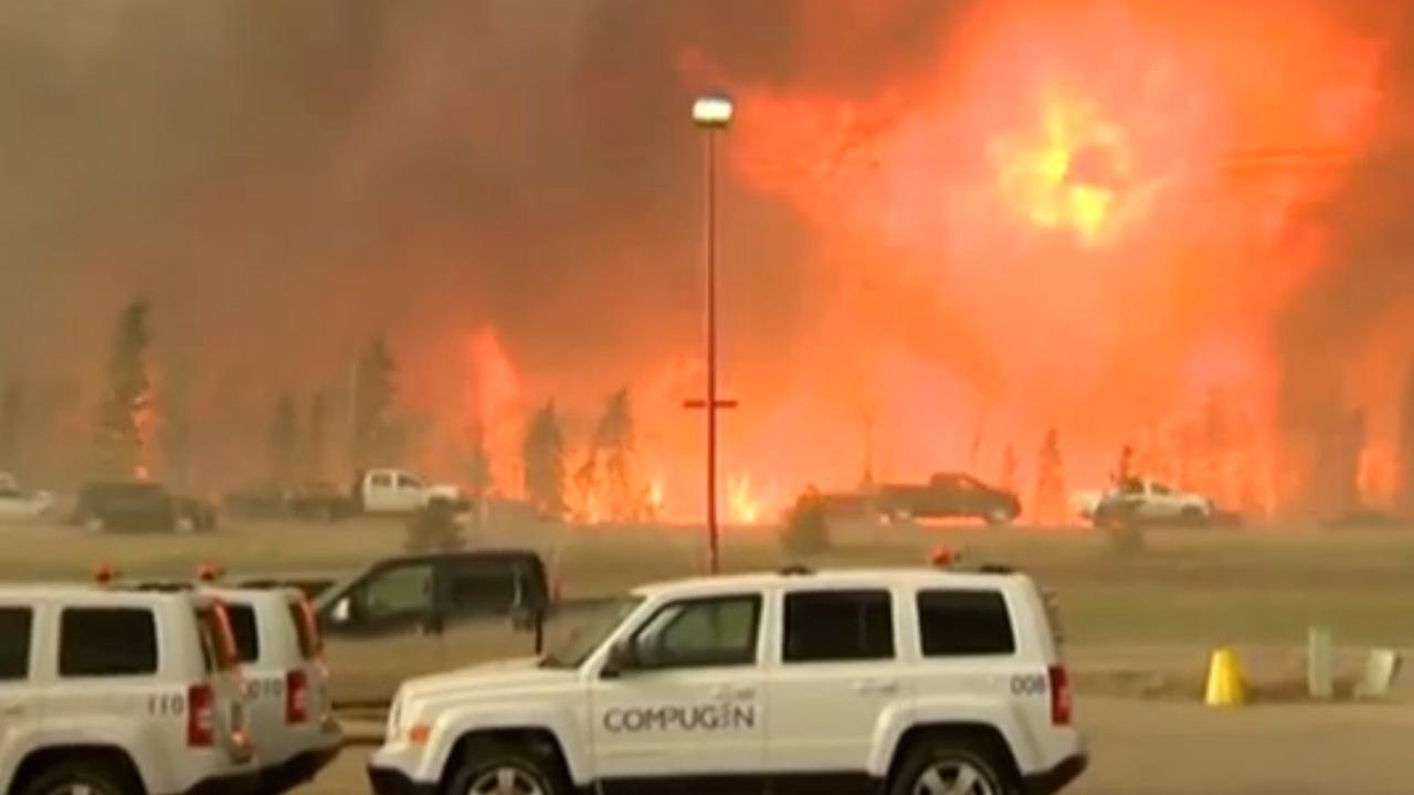 Canadezen vluchten massaal voor bosbrand