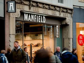 Naam is afkomstig van de Schot Charles Macintosh, een jassenfabrikant